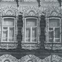 Фасад дома. Фрагмент. Томск. Улица Шишкова, 14