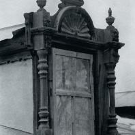 Слуховое окно дворового фасада. Томск. Улица Шишкова, 10