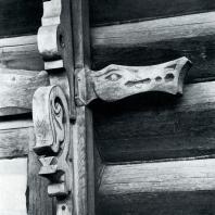 Деталь обрамления окна. Томск. Улица Красноармейская, 68