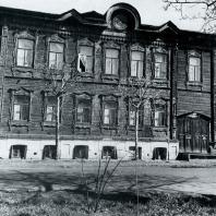 Общий вид дома. Томск. Улица Гагарина, 36