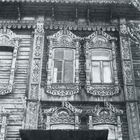 Фасад дома. Фрагмент. Томск. Улица Татарская, 46