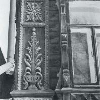 Боковое обрамление фасада. Фрагмент. Томск. Улица Татарская, 6
