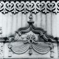 Верхнее обрамление окна. Томск. Улица Татарская, 9