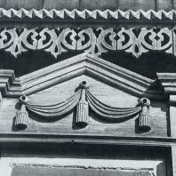 Верхнее обрамление окна и фриз. Томск. Красноармейская улица, 44