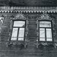 Фасад дома. Фрагмент. Томск. Источная улица, 35