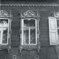 Обрамление окон. Томск. Улица Октябрьская, 33