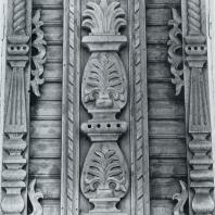 Деталь пилястры — вертикальное членение фасада. Томск. Улица Октябрьская, 33