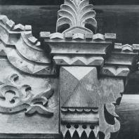 Деталь верхнего обрамления окна. Томск. Улица Кузнецова, 27
