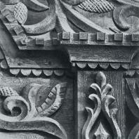 Деталь бокового обрамления фасада. Томск. Улица Октябрьская, 44