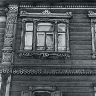 Фасад. Фрагмент. Томск. Улица Татарская, 2