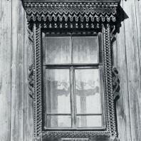 Обрамление окна. Томск. Улица Учебная, 32