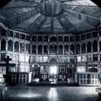 Интерьер центральной части Преображенской церкви. Вид на иконостас. Фото А. А. Александрова