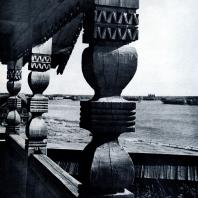 Столбы крыльца Покровской церкви. Фото А. А. Александрова