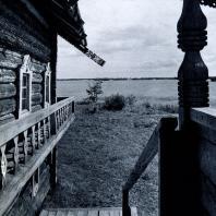 Крыльцо дома Елизарова. Вид на озеро. Фото А. А. Александрова