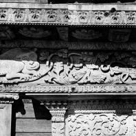Дом П. И. Золина. Карниз, фриз, верх наличника. Фото Г. П. Вишневского
