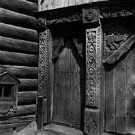 Дом Н. А. Зуева. Калитка и деталь ворот. Фото Г. П. Вишневского