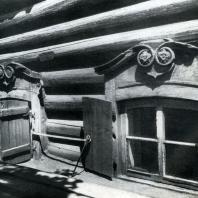 Окна подклета дома. Иркутск. Фото В. В. Робинова